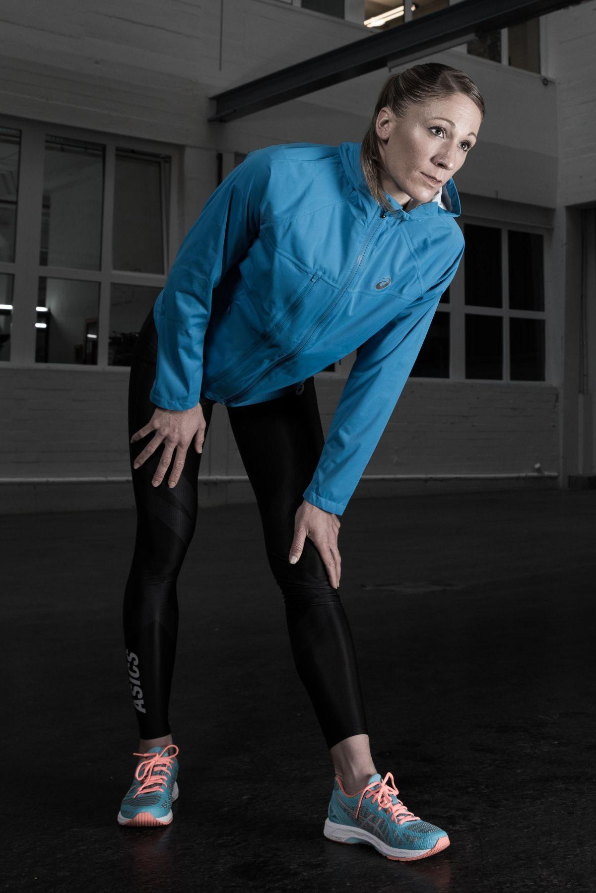Die Tight unterstützt die Muskulatur und reduziert die Müdigkeit