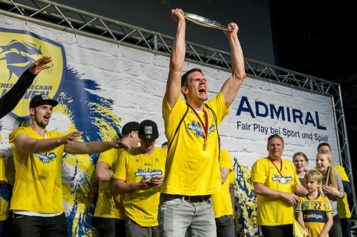 Ein Team am Ziel - Andy Schmid gewinnt mit den Rhein-Neckar Löwen den Meistertitel