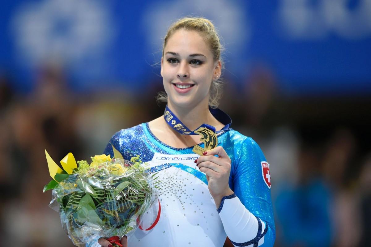 Giulia mit ihrer Goldmedaille