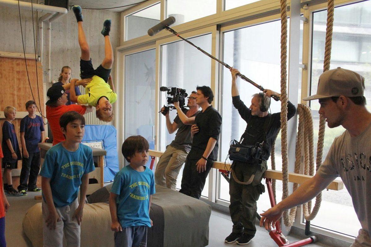 Salto und andere Figuren können unter Anleitung sicher trainiert werden