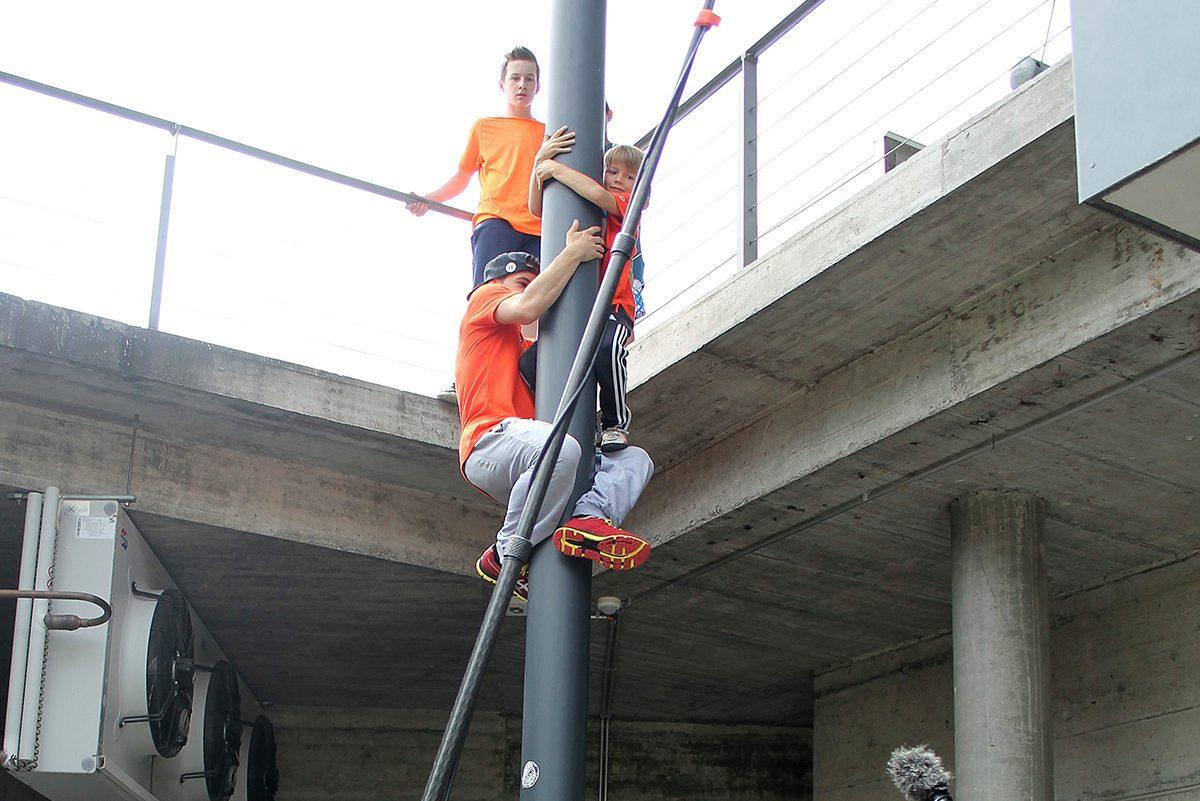 Sicherheit kommt an erster Stelle und schwierigere Übungen werden mit Nicolas zusammen gemacht