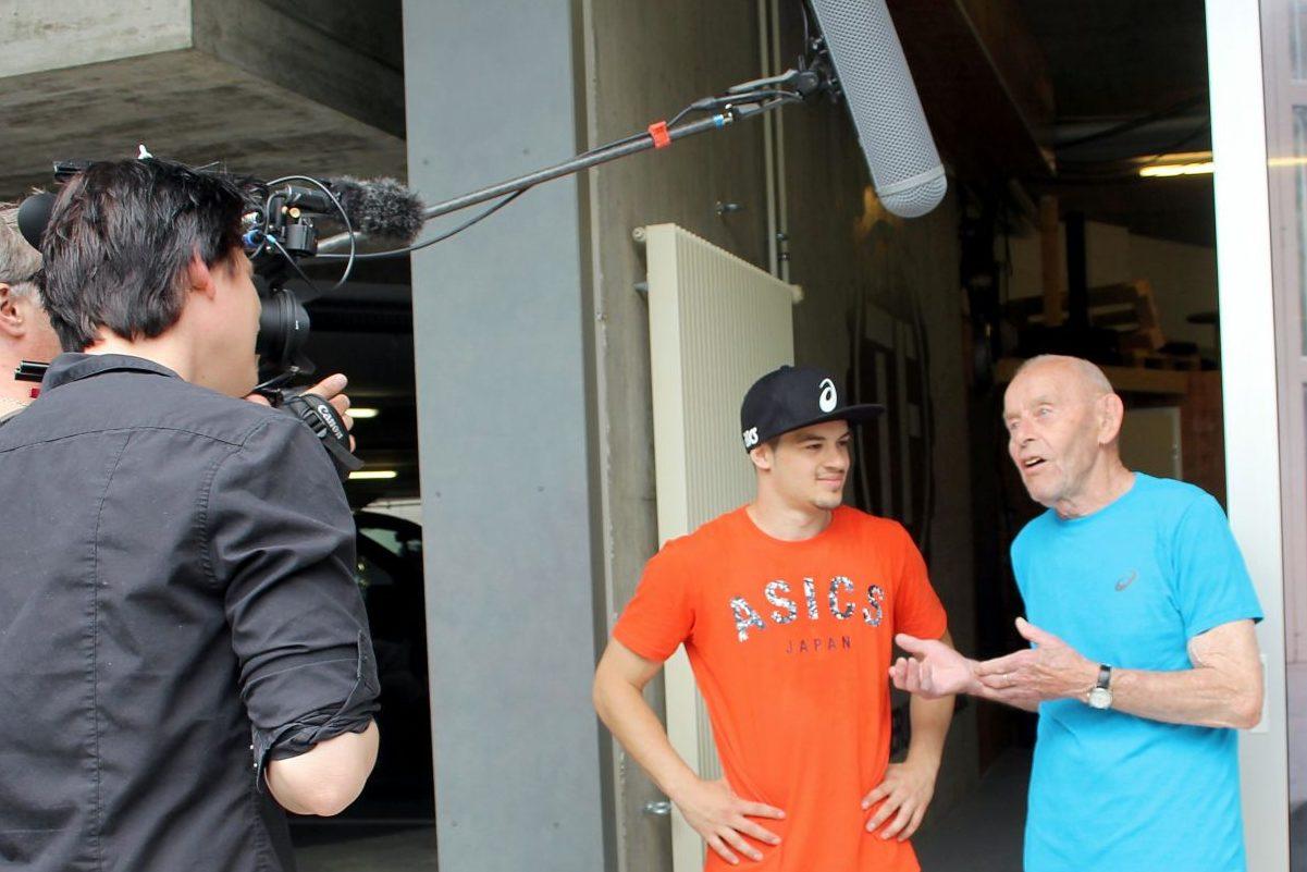 Im Interview mit dem SRF verrät der 85-jährige Grossvater, dass Nicolas als Kind ängstlich war
