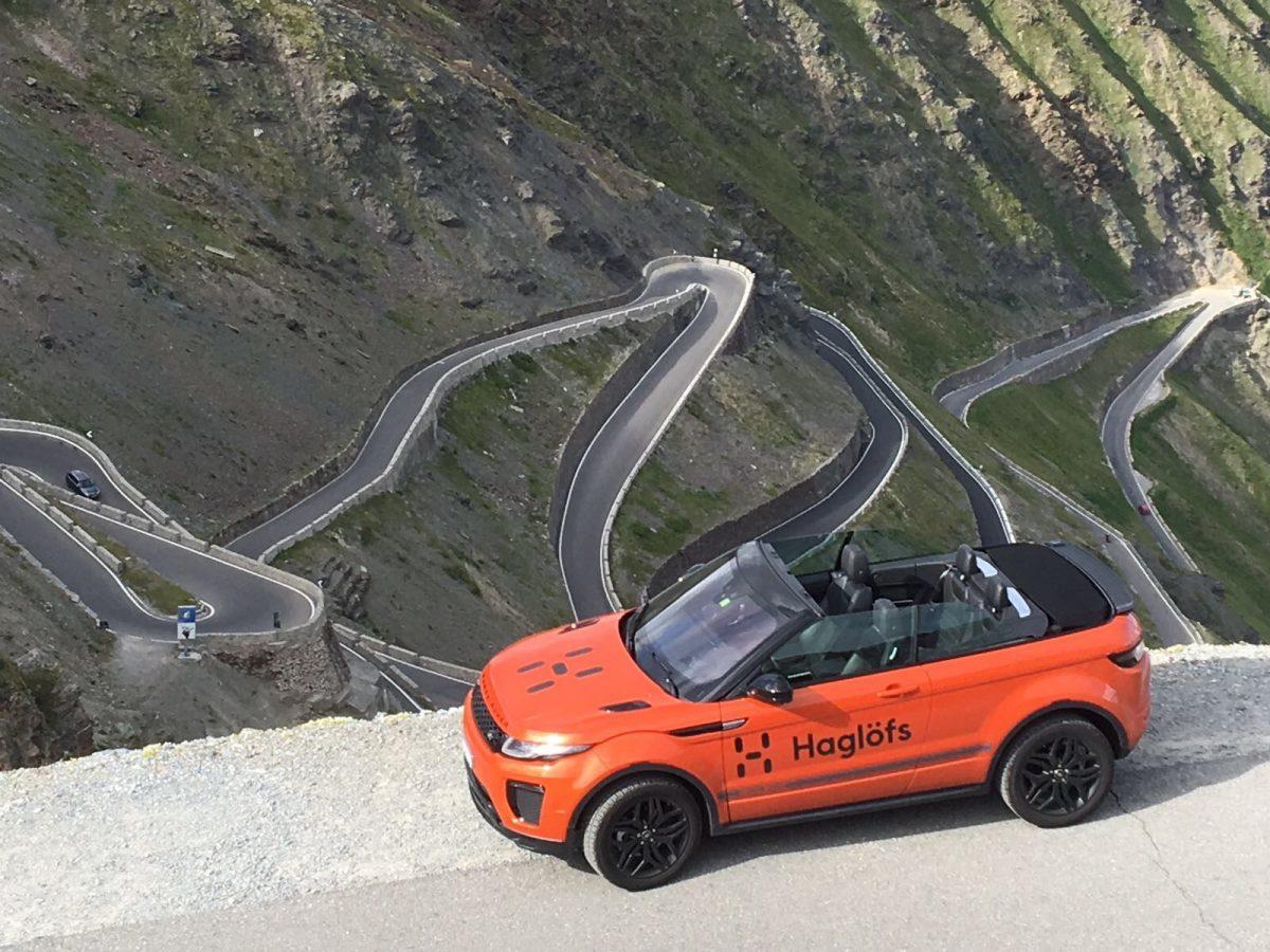 Range Rover Evoque pures Fahrvergnügen auf dem Stelvio Pass.
