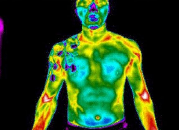 Aufnahme mit der Wärmebildkamera in einem ASICS Shirt mit Cooling Print
